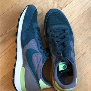 New Nike internationalist sneaker